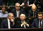 Najnowszy sondaż: Polacy boją się podwyższenia wieku emerytalnego i utraty 500+ po przegranej PiS