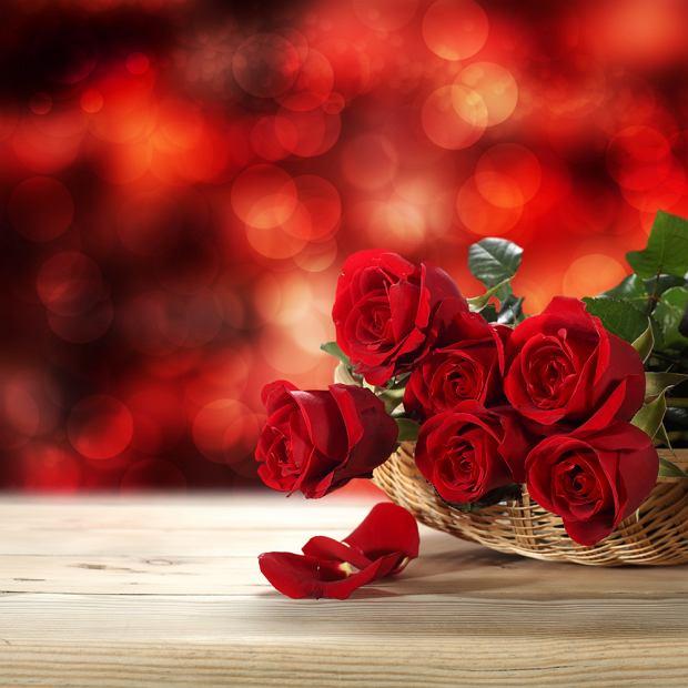 Znaczenie kwiatów - czerwone róże. Zdjęcie ilustracyjne