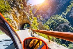 Chcesz wynająć samochód za granicą? Oto, na co uważać, decydując się na wypożyczenie auta