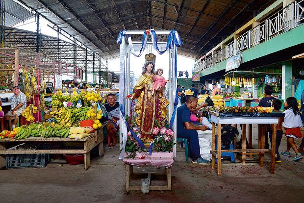 Na każdym kolumbijskim targu musi być kapliczka, Amazonia, Leticia