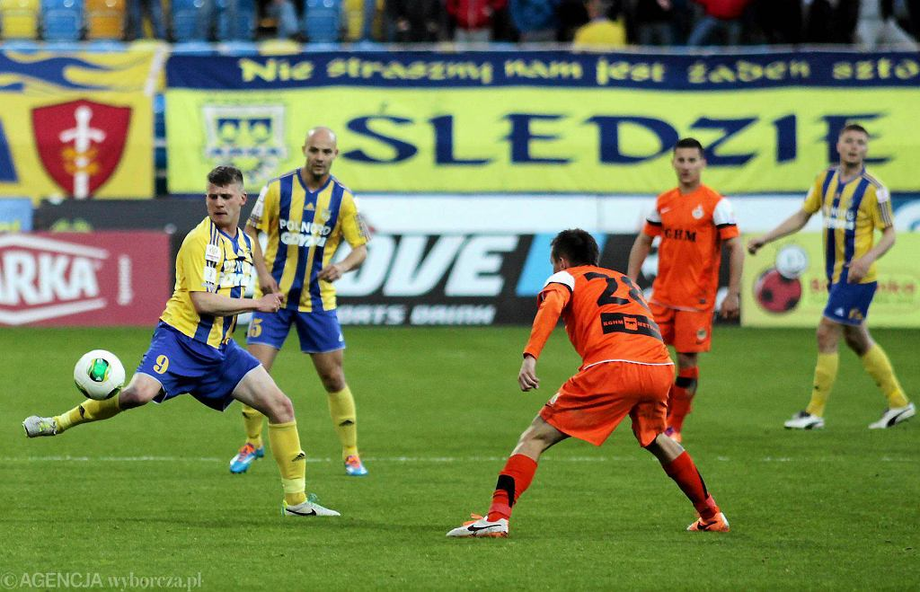 Arka - Zagłębie 0:0 w Pucharze Polski. Na zdjęciu od lewej Tomasz Kowalski, Radosław Pruchnik, Kamil Juraszek