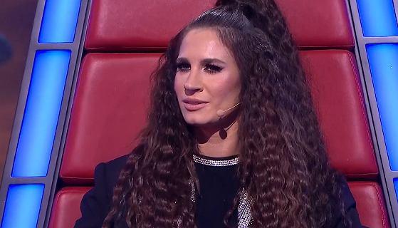 """""""The Voice of Poland"""". Sylwia Grzeszczak śpiewała podczas występu uczestniczki"""