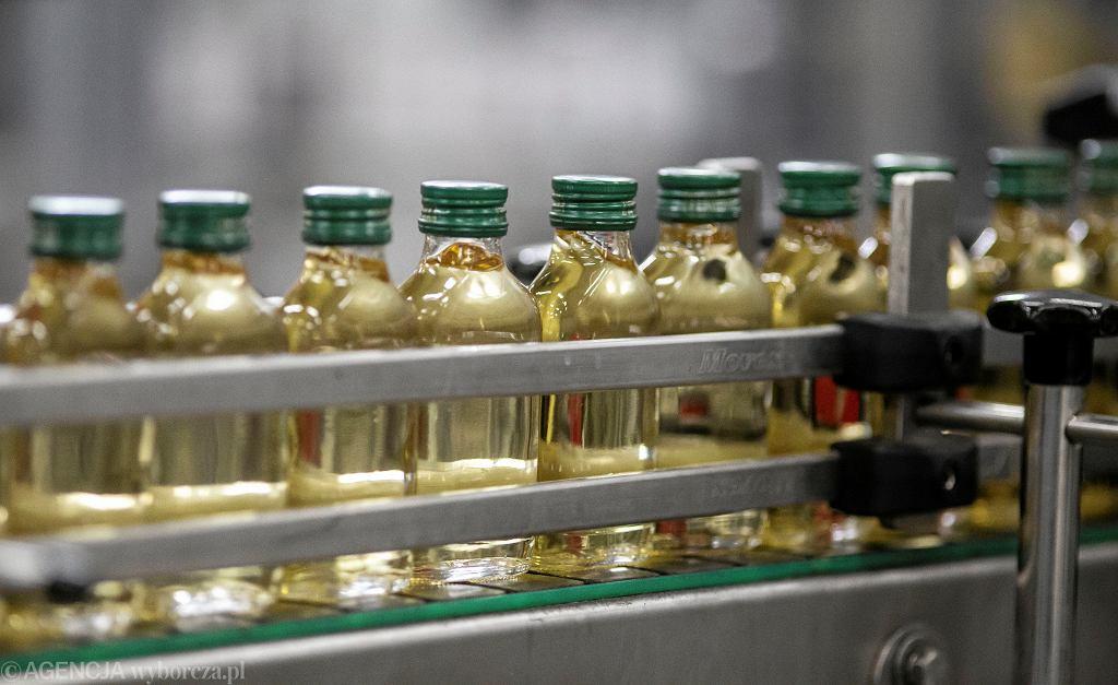 Produkcja wódki - małpki o poj. 100ml. Polmos Białystok, 6 lutego 2020