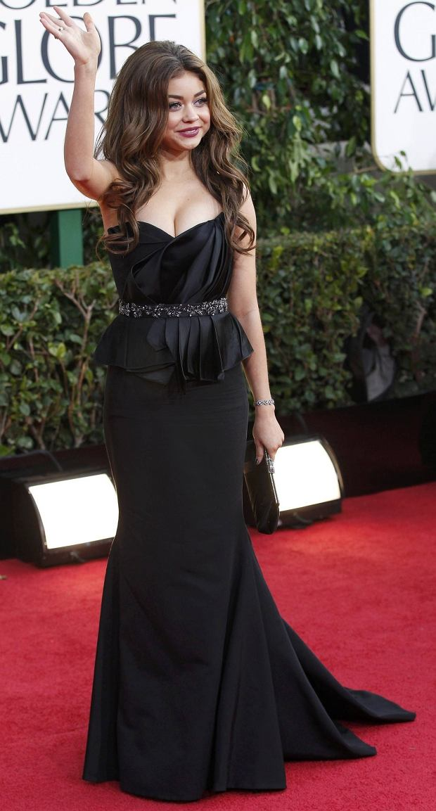 "Actress Sarah Hyland, from the sitcom ""Modern Family,"" arrives at the 70th annual Golden Globe Awards in Beverly Hills, California, January 13, 2013.  REUTERS/Mario Anzuoni (UNITED STATES  - Tags: ENTERTAINMENT)  (GOLDENGLOBES-ARRIVALS)"