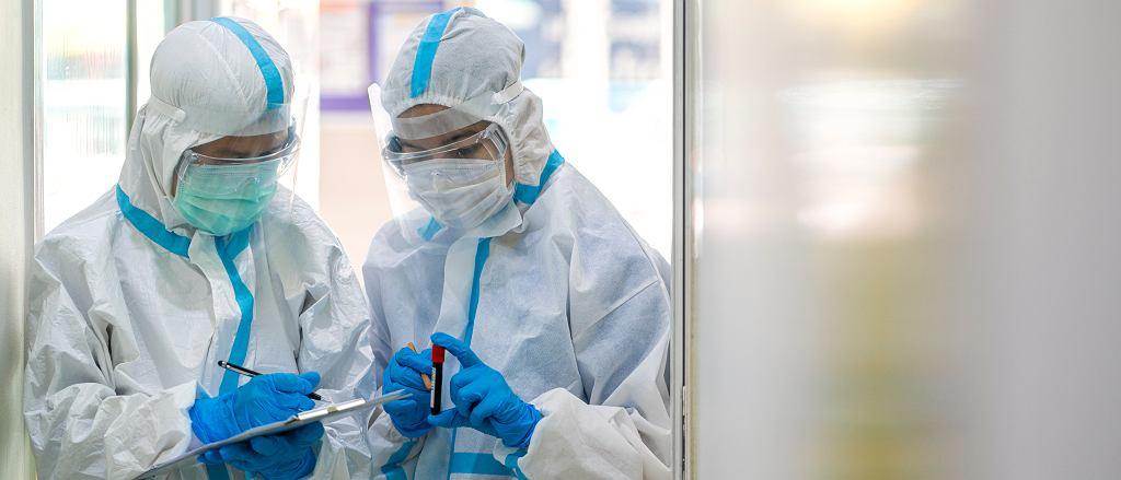 Wielka Brytania. Nowy szczep koronawirusa dotyka dzieci i młodzież