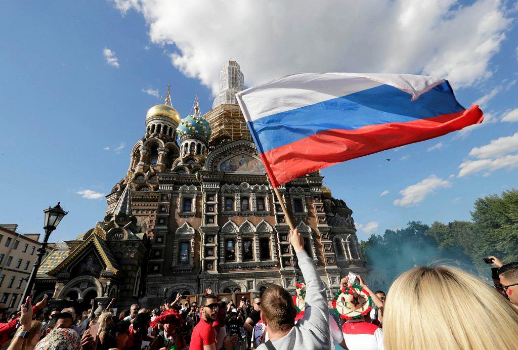 Petersburg, radość rosyjskich kibiców podczas meczu Rosja - Arabia Saudyjska.