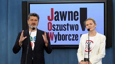 """Janusz Palikot i Barbara Nowacka podczas konferencji prasowej """" Nie dla JOW """""""