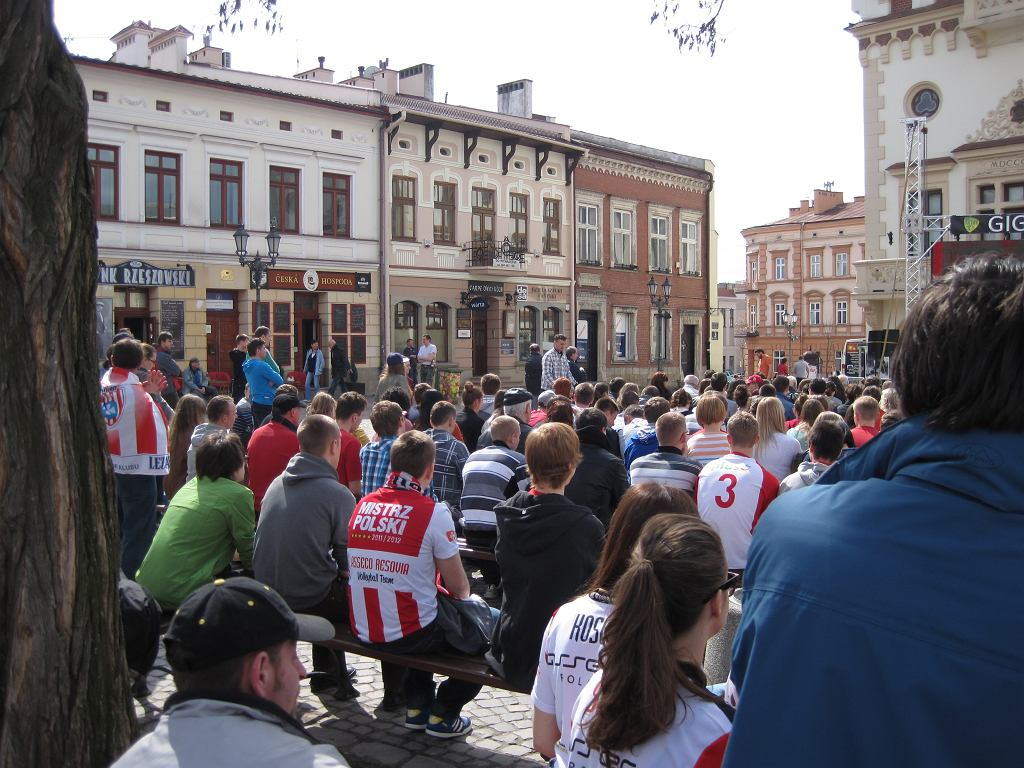 Transmisja meczu Asseco - Zaksa na rzeszowskim rynku