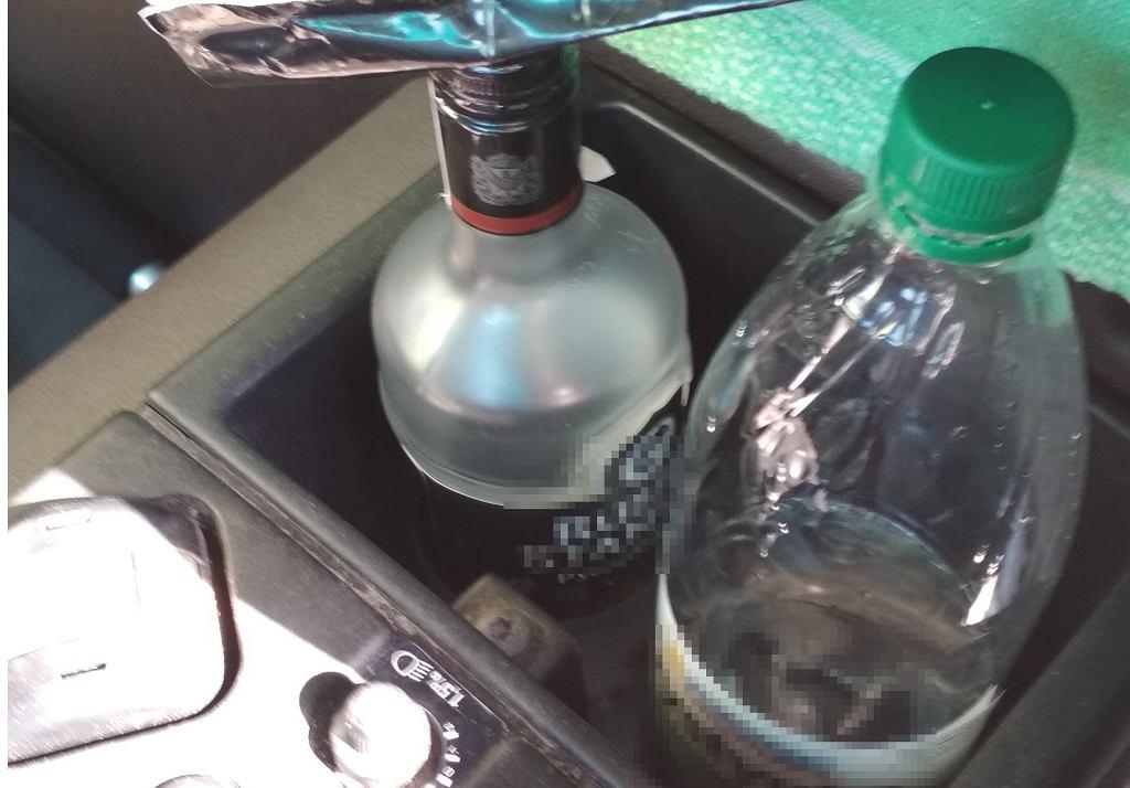 Kierowca ciężarówki miał prawie sześć promili alkoholu i otwartą butelkę w kabinie