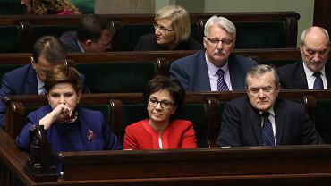 Ławy rządowe podczas debaty w Sejmie