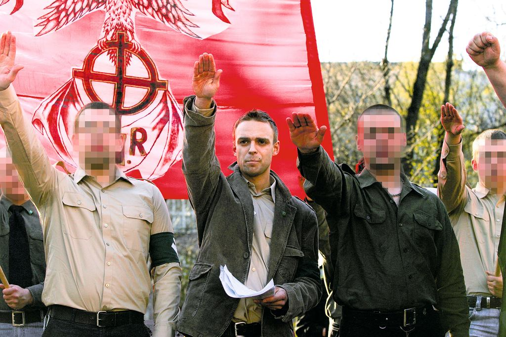 Marsz ONR z okazji 73. rocznicy powstania organizacji. Nz w środku Tomasz Greniuch, Kraków 14.04.2007