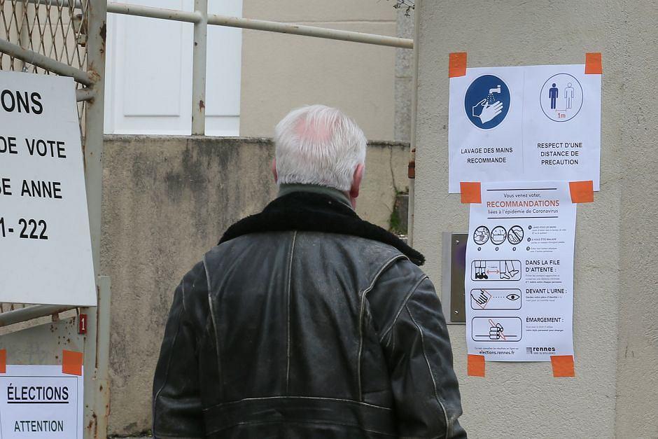 Wielka Brytania zamierza wprowadzić przymusową izolację dla osób powyżej 70 roku życia - zdjęcie ilustracyjne