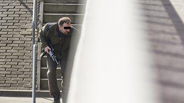 Hycel Marcin Szymczak podczas obławy na wilka w okolicy autostrady A2