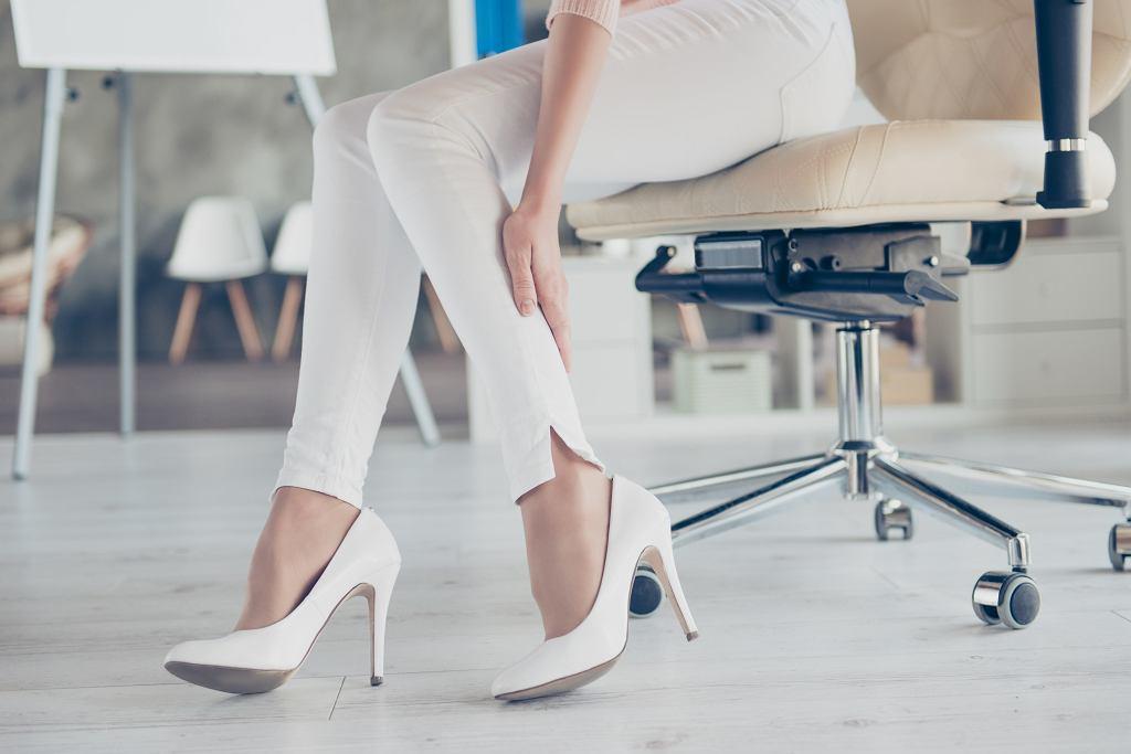 Buty do pracy w biurze muszą być eleganckie i wygodne. Zdjęcie ilustracyjne, Roman Samborskyi/shutterstock.com