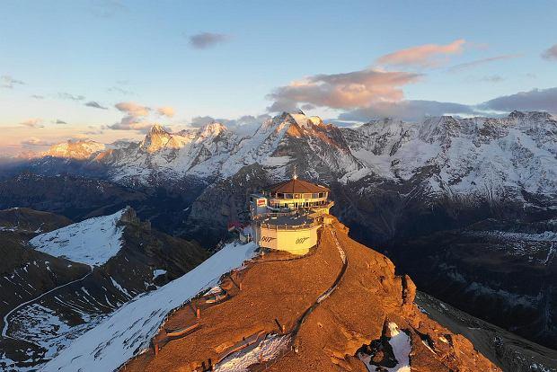 Obrotowa restauracja z widokiem na 200 szczytów