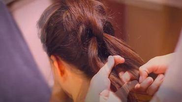 Warkocz push up - modna fryzura, która szybko stała się hitem. Jak ją zrobić? Odpowiadamy