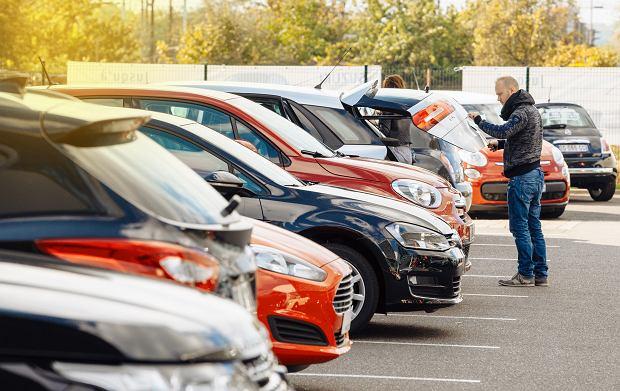 Łatwiej sprzedać niż kupić. Epidemia koronawirusa przestawiła rynek aut używanych na najwyższe obroty