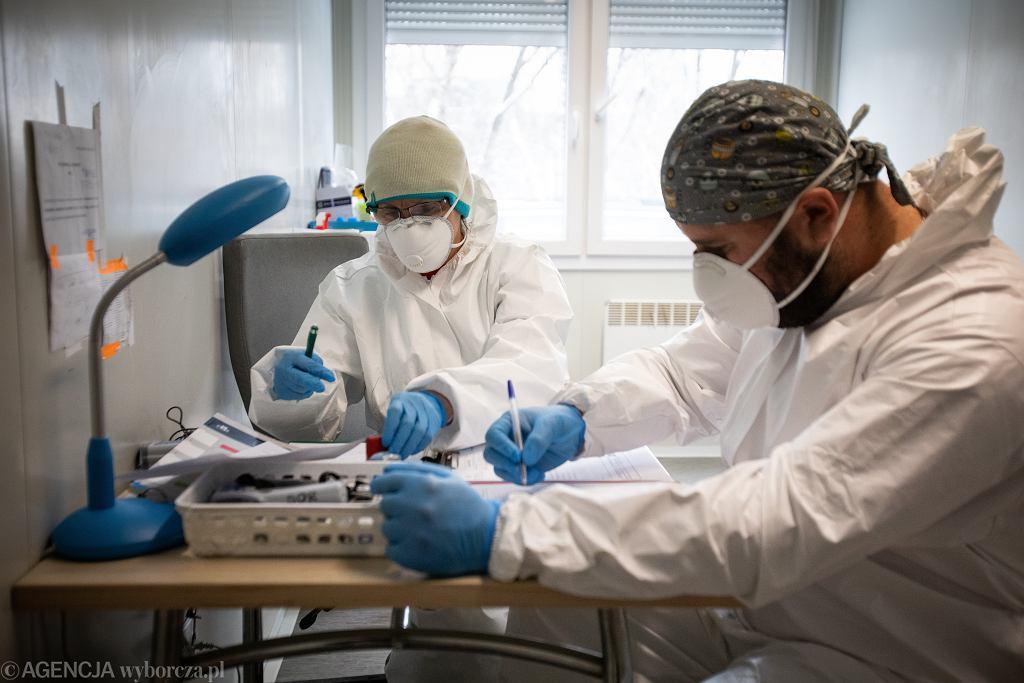 Indyjski wariant koronawirusa. Prof. Gierczyński: Szczepionki są skuteczne (zdjęcie ilustracyjne)