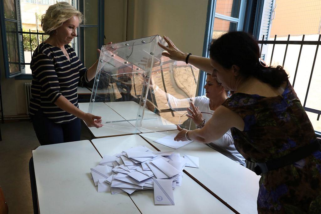 7.07.2019, Ateny, komisja wyborcza liczy głosy.