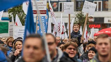 Łódź - protest nauczycieli przeciwko reformie oświaty