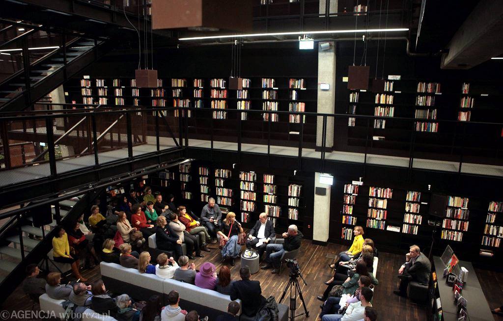Biblioteka ECS w Gdańsku / Biblioteka ECS w Gdańsku, spotkanie z Andrzejem Stasiukiem i jego żoną Moniką Sznajderman Fot.RENATA DĄBROWSKA
