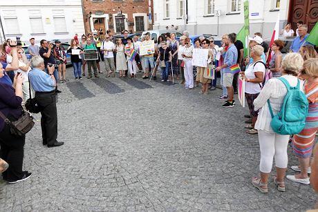 Płock, manifestacja przed sądami[