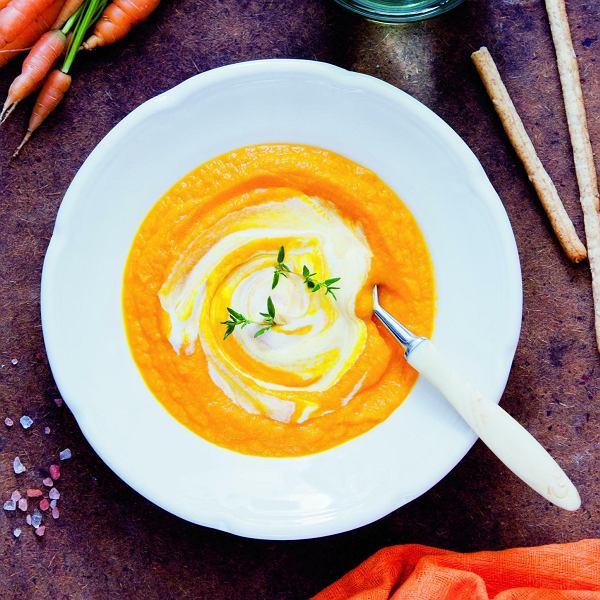 Wegetariańska zupa marchewkowa z pomarańczą