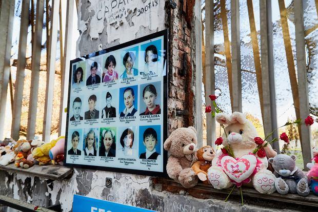Pomnik upamiętniający osoby, które zostały schwytane przez terrorystów w szkole w Biesłanie 1 września 2004 roku (fot. Shutterstock)