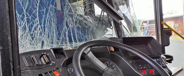 Wypadek autobusu w Warszawie. W zderzeniu ucierpiała jedna osoba