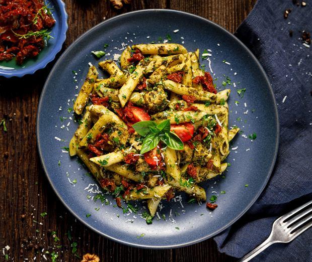 Makaron z suszonymi pomidorami - szybki sposób na smaczny obiad