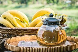 Herbata bananowa - możesz ją zrobić samodzielnie z bananowych skórek. Warto pić?