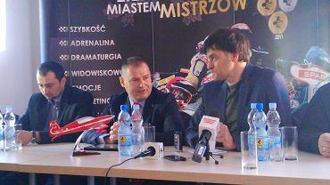 Ważni ludzie Falubazu, od lewej: trener Rafał Dobrucki, prezes stowarzyszenia ZKŻ Robert Dowhan, prezes ZKŻ SSA Marek Jankowski.