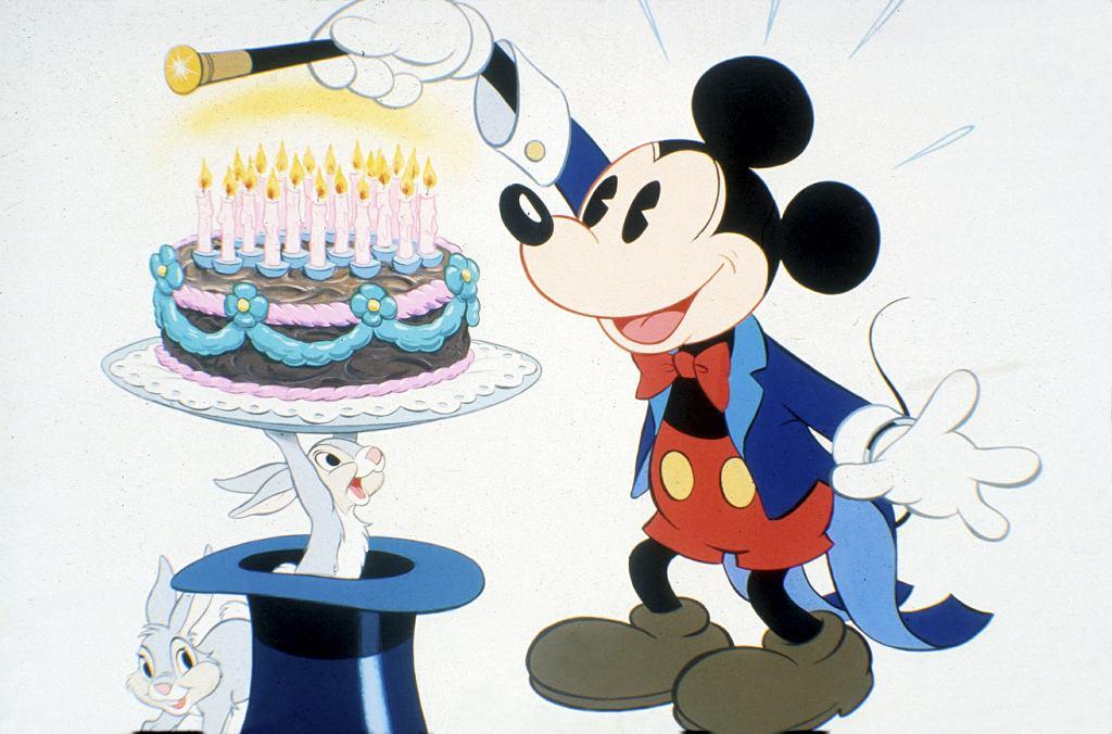 Mickey Mouse, czyli po polsku Myszka Miki, urodził się w końcu listopada 1928 r. Walt Disney wymyślił go, jadąc pociągiem relacji Nowy Jork - Los Angeles.
