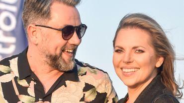 Aleksandra Kwaśniewska i Kuba Badach na imprezie nad morzem. Miłość kwitnie! On wpatrzony w nią jak na pierwszej randce