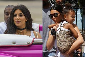 Kim Kardashian i jej siostry to kolejne gwiazdy, które wykorzystały ocieplenie relacji amerykańsko-kubańskich i wybrały się do Hawany. W stolicy karaibskiej wyspy celebrytka próbowała zwrócić na siebie uwagę sprawdzonymi sposobami - seksownym strojem i robieniem wydarzenia z każdego swojego ruchu. Niestety, ku rozczarowaniu Kardashian, zdecydowanie większym powodzeniem u fotografów cieszyła się... jej 3-letnia córka North. Zobaczcie, jak Kim i jej rodzina bawili się w Hawanie!