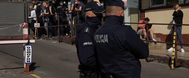 Policja ochrania siedzibę PiS w trakcie partyjnych narad? Mamy komentarz