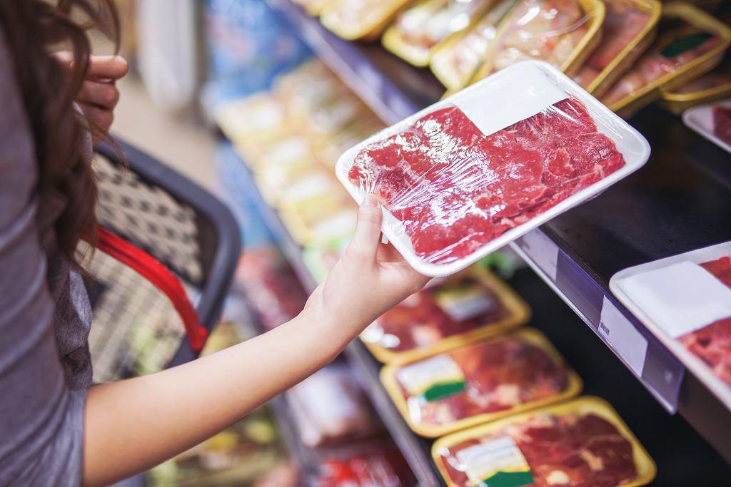 Свинина с этикеткой говядины. 50 процентов продуктов в польских магазинах подделаны