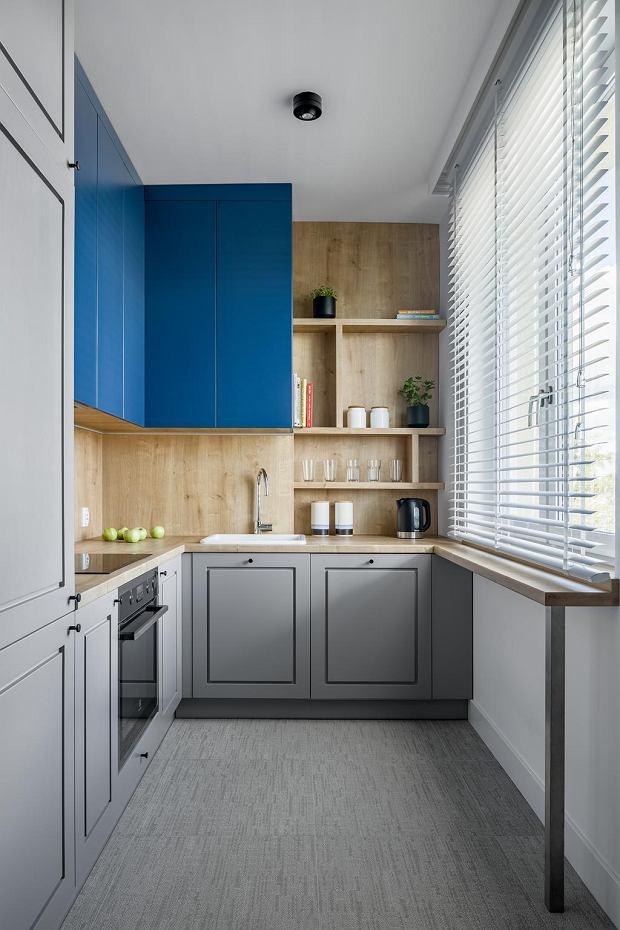 Aranżacja mieszkania z niebieskim kolorem przewodnim