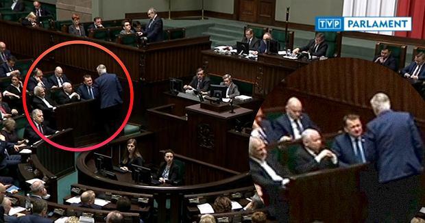 Jarosław Gowin prosi Mariusza Błaszczaka, aby odstąpił mu miejsce przy prezesie PiS