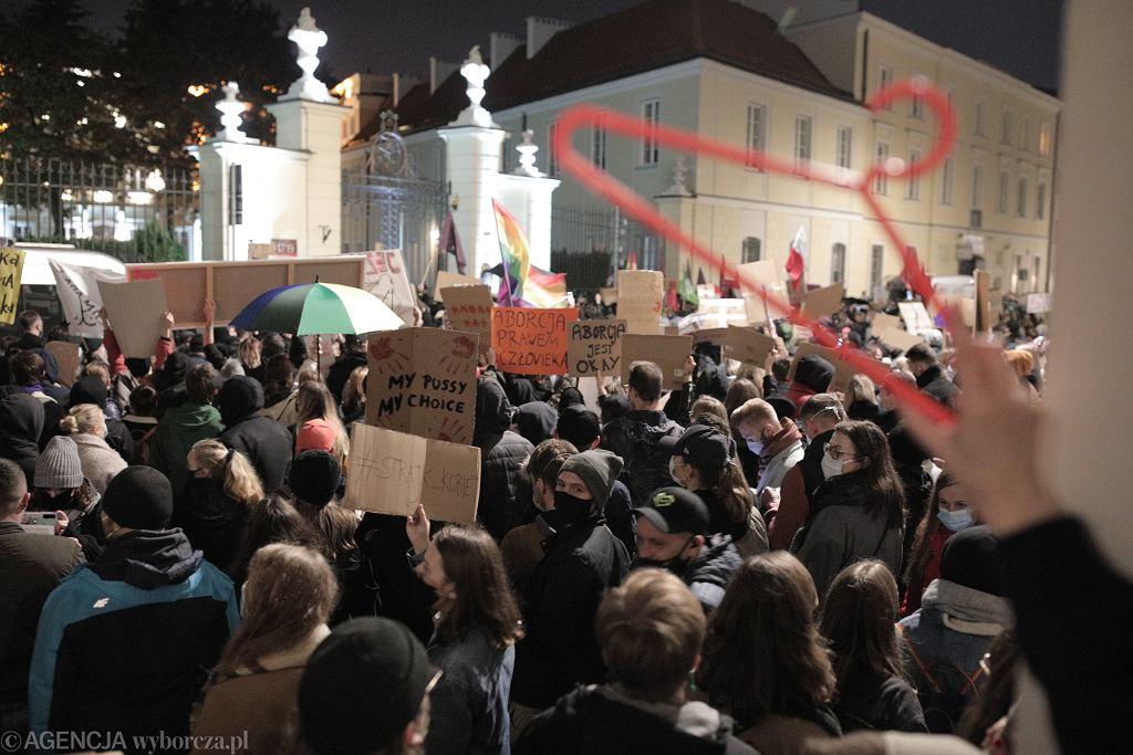 FProtest pod kuria w Warszawie przeciwko zaostrzeniu prawa aborcyjnego