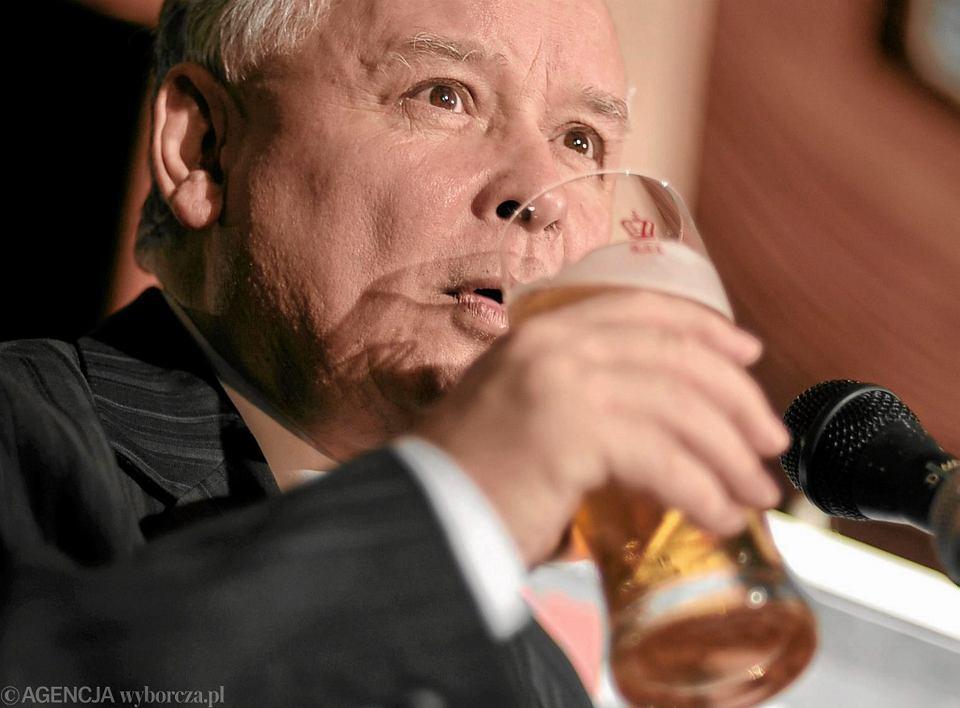 Jarosław Kaczyński podczas spotkania z blogerami zrzeszonymi w 'Salon24.pl'. 'Na Rozdrożu', Warszawa, 17 października 2009