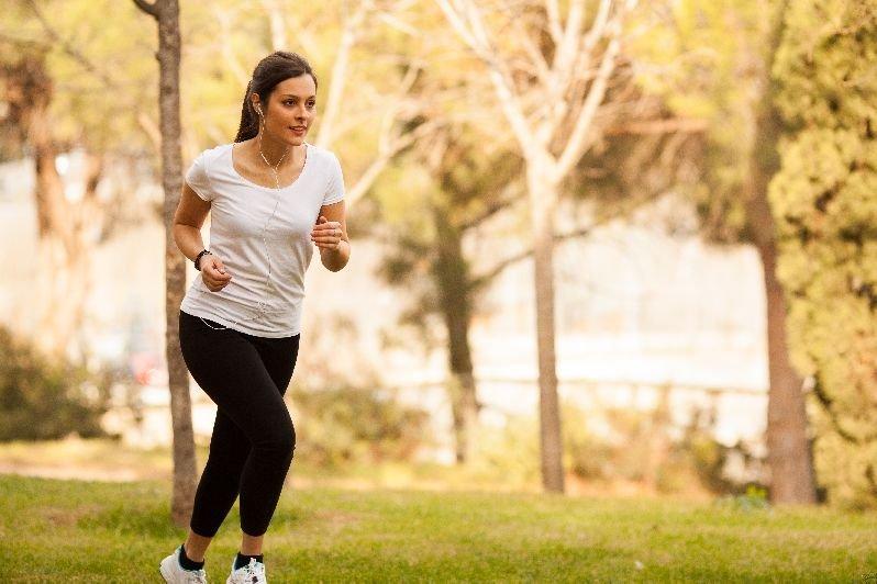 Wstań wcześnie rano, załóż wygodne ciuchy, słuchaj ulubionej muzyki i biegaj w plenerze! Przełam się!