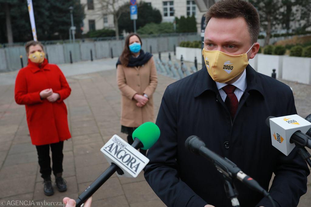 Szymon Hołownia prezentuje nowych członków ruchu