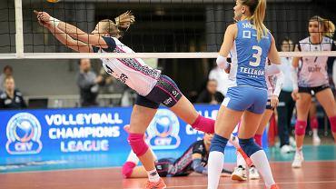 Joanna Wołosz z Chemika Police (walczy o piłkę) została wybrana MVP meczu w Rzeszowie