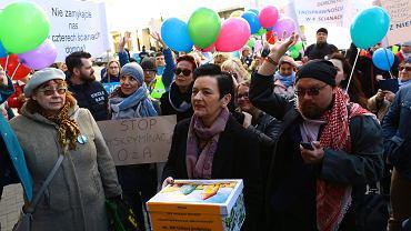 2.04.2019, Warszawa, protest rodziców dorosłych niepełnosprawnych pod Ministerstwem Rodziny, Pracy i Polityki Społecznej