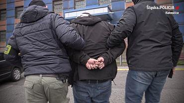 Policjanci z Katowic zatrzymali 34-latka, który wykorzystywał seksualnie nieletnie córki swojej partnerki.