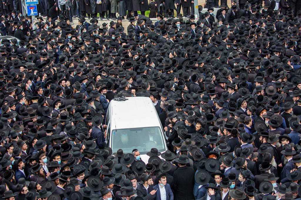 Izrael. Tłumy na pogrzebie mimo lockdownu