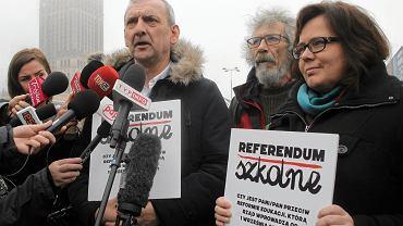 Sławomir Broniarz z ZNP podczas briefingu prasowego na tenat referendum w sprawie reformy edukacji, 20 marca 2017 r.