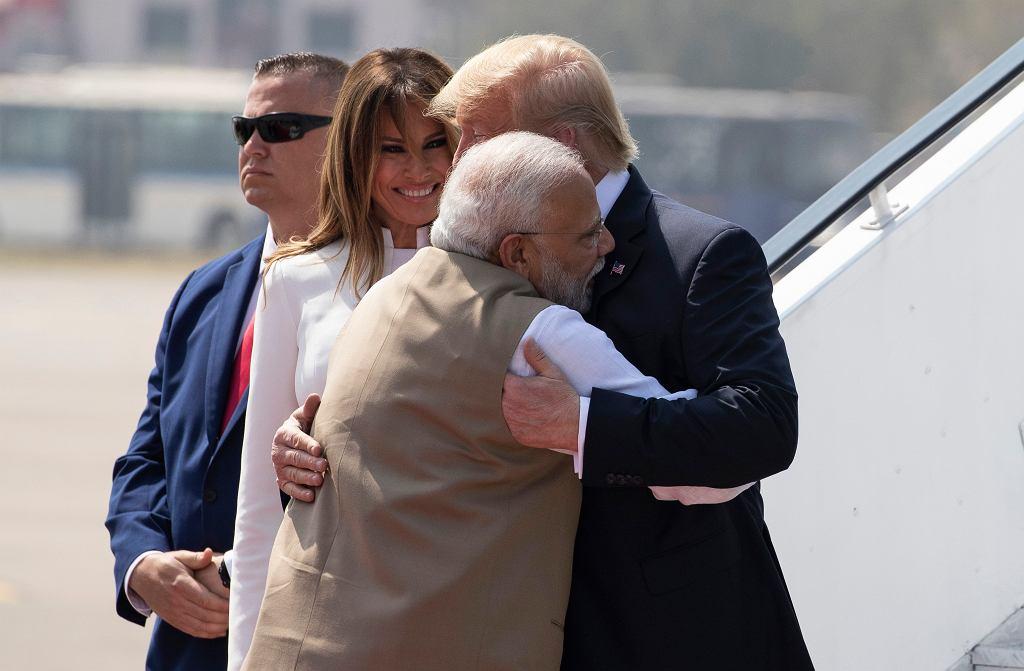Wizyta Donalda Trumpa w Indiach. Powitanie przez premiera Narendrę Modiego