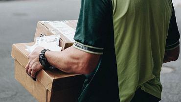 Czy podczas kwarantanny można bez problemu robić zakupy przez internet? Jak wygląda dostawa paczek?